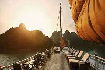 3 reasons for an overnight cruise in Halong Bay