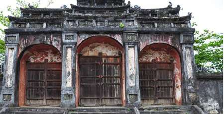 4 Must-Visit Imperial Tombs in Hue