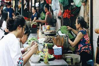 Hanoi street food: a unique gourmet travel experience