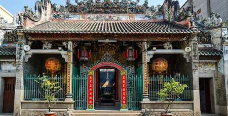 Ba Thien Hau Temple -  the oldest temple in Saigon