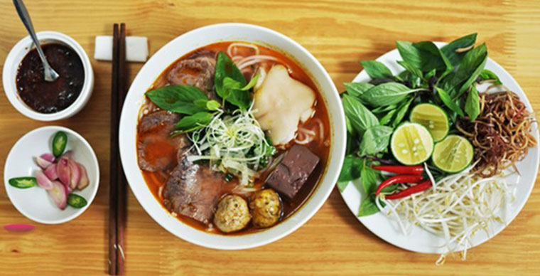 "Vietnamese soup, the miracle in a bowl of ""Bún Bò Huế"""