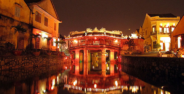 The Japanese covered bridge: a timeless symbol of the Hoi An old town