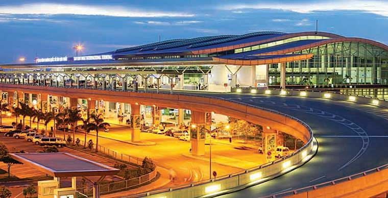 Tan Son Nhat International Airport and How to get to city center