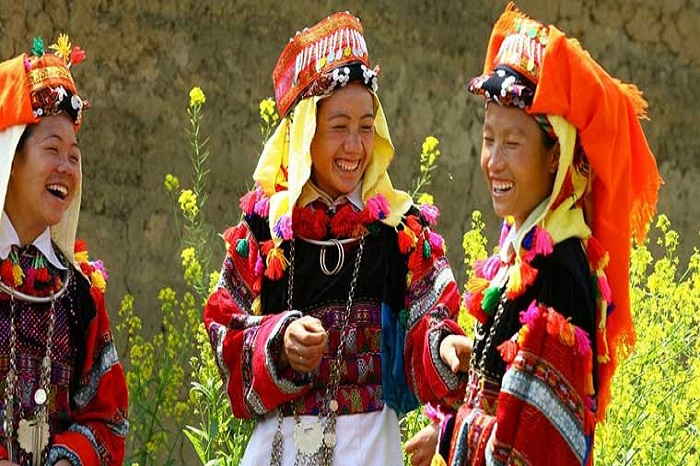 Women of the Lolo ethnic group or queens of the Northern mountains