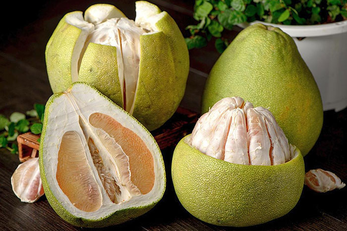 10 exotic fruits in Vietnam pomelo