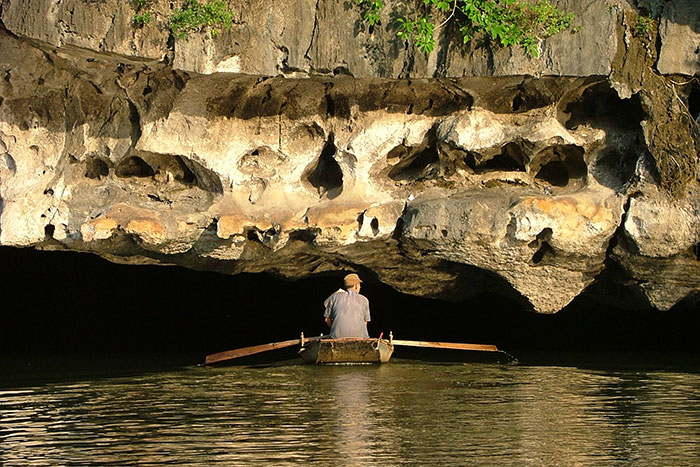 10 must sees in Ninh Binh boat ride
