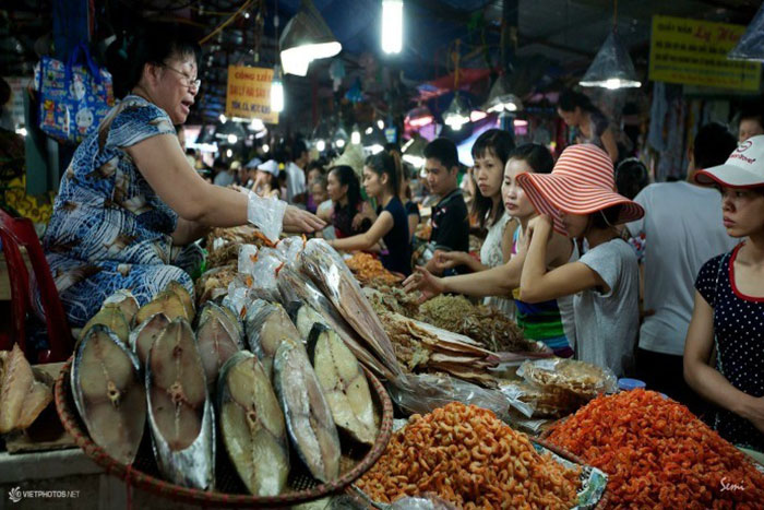 10 things to do in Cat Ba island central market
