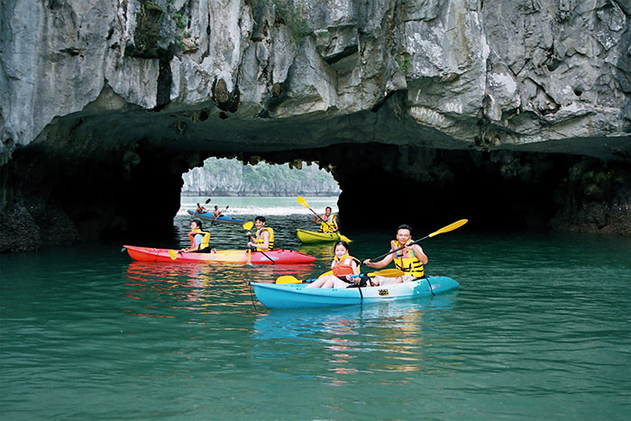10 things to do in Cat Ba island kayaking