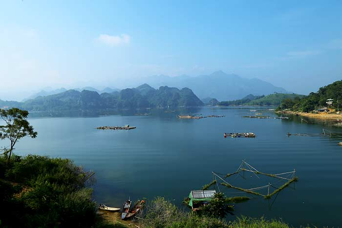 2 or 3 days in Mai Chau Hoa Binh lake