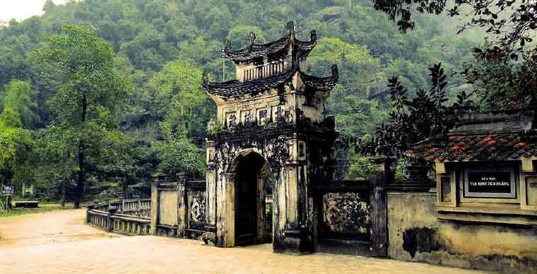 hoa-lu-imperial-city-what-to-do-in-ninh-binh