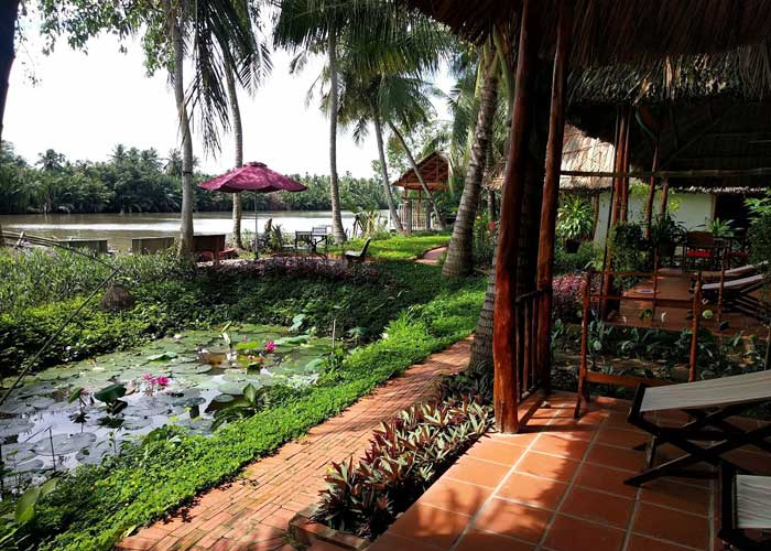 4 homestays with typical Mekong Delta style Coco riverside