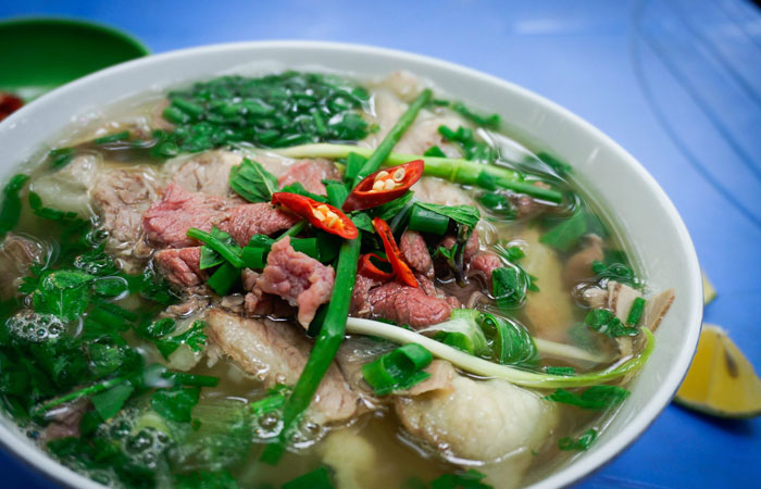 5 best places for street food in Hanoi Ly Quoc Su