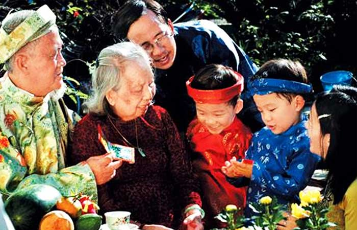 5-traditional-cultures-of-vietnam-Tet-holiday