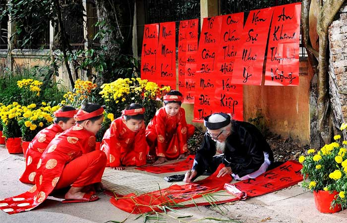 5-traditional-cultures-of-vietnam-caligraphy