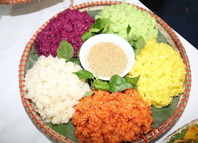 6-typical-foods-of-Ha-Giang-five-color-steamed-rice
