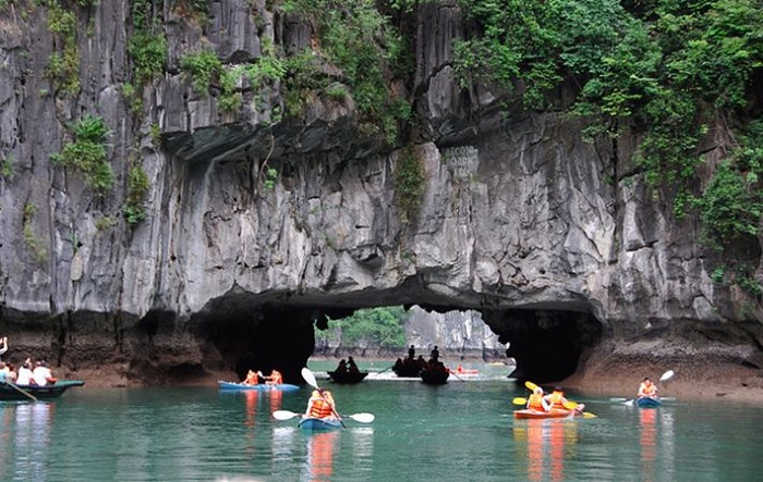 7 most beautiful islands ha long luon cave