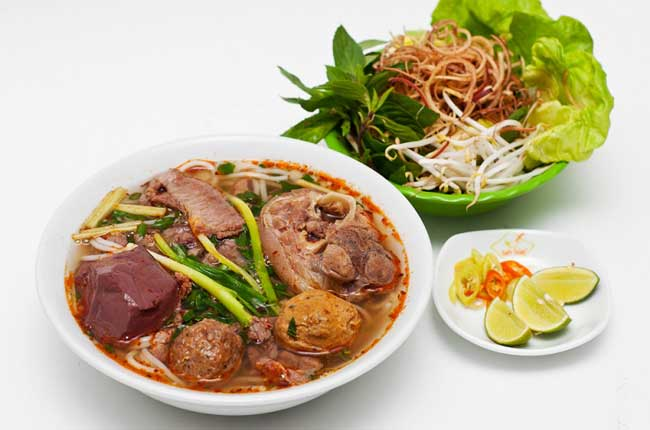 7-famous-foods-in-hue-beef-noodle
