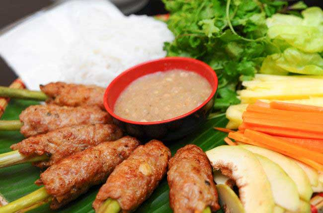 7-famous-foods-in-hue-grilled-minced-pork