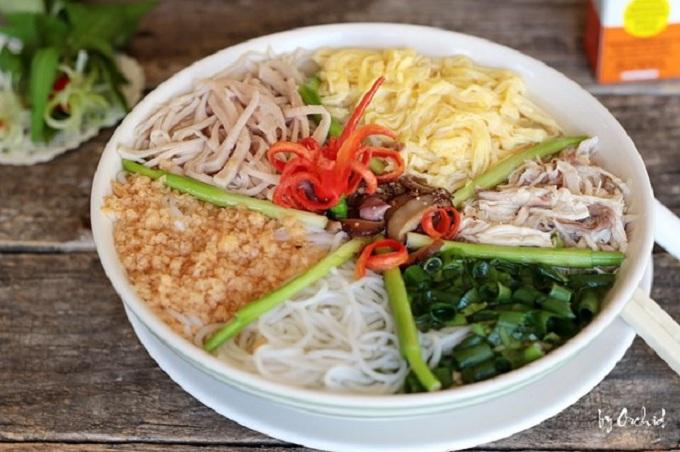 Bun thang culinary speciality of Hanoi flower