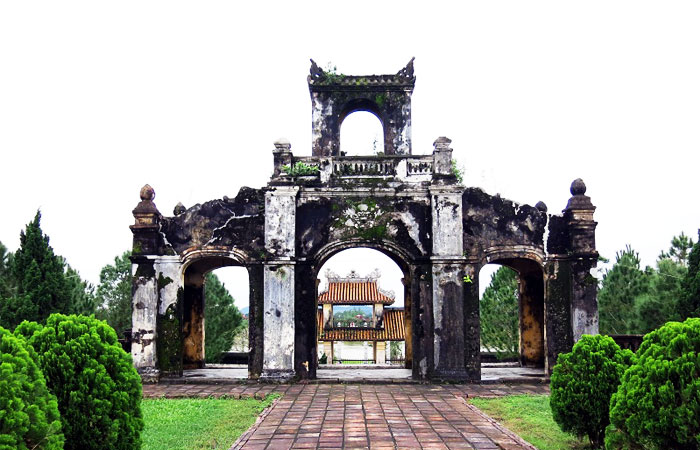 Day trip around Hue  the imperial city literature temple
