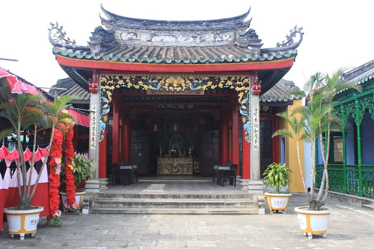 Ngu bang assembly hall in hoi an