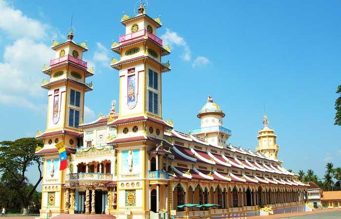 Tay-ninh-holy-land-Cao-dai-temple-1