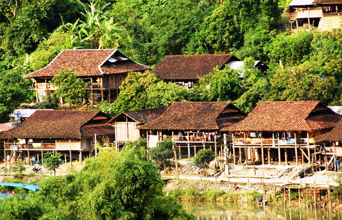 ba be lake vietnam traditional houses