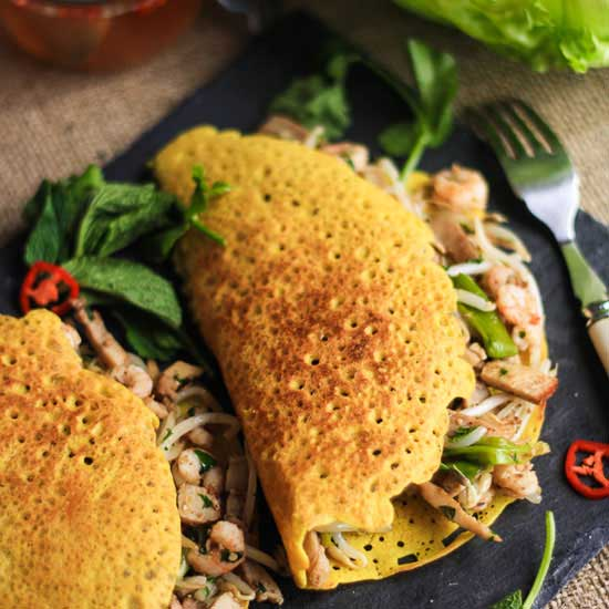 banh-xeo-sizzling-pancakes-must-try-food-in-vietnam