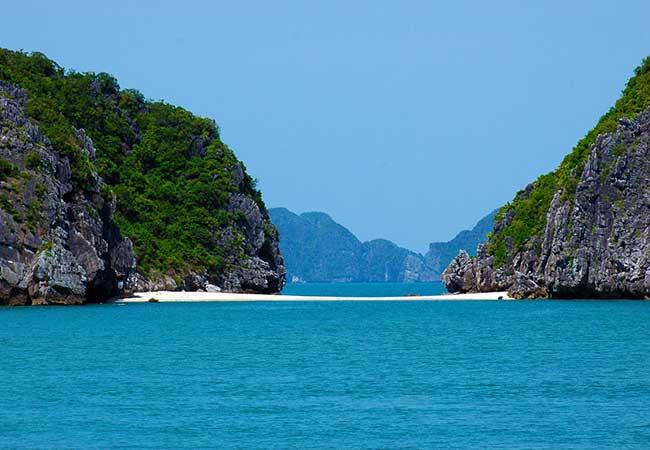beach in lan ha bay