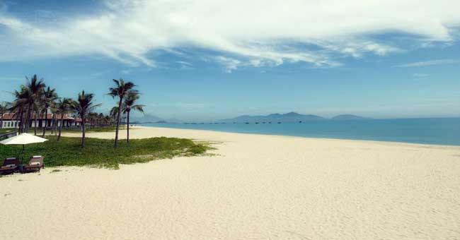 beautiful-beach-vietnam-hoi-an