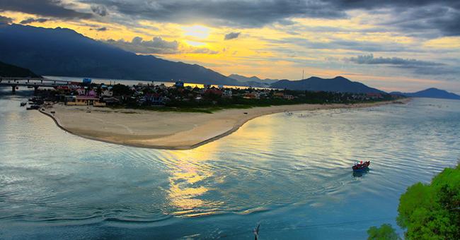 beautiful-beach-vietnam-lang-co-hue