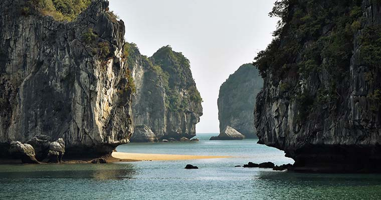 vietnam-beaches-cat-ba-beach