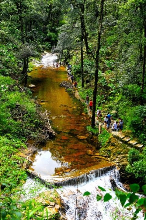 beautiful-waterfalls-in-sapa-vietnam-love-waterfall