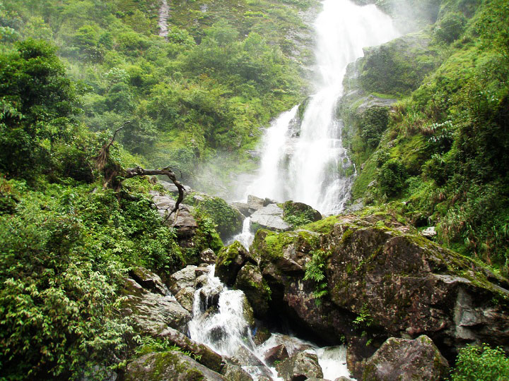 beautiful-waterfalls-in-sapa-vietnam-stunning-silver-waterfall
