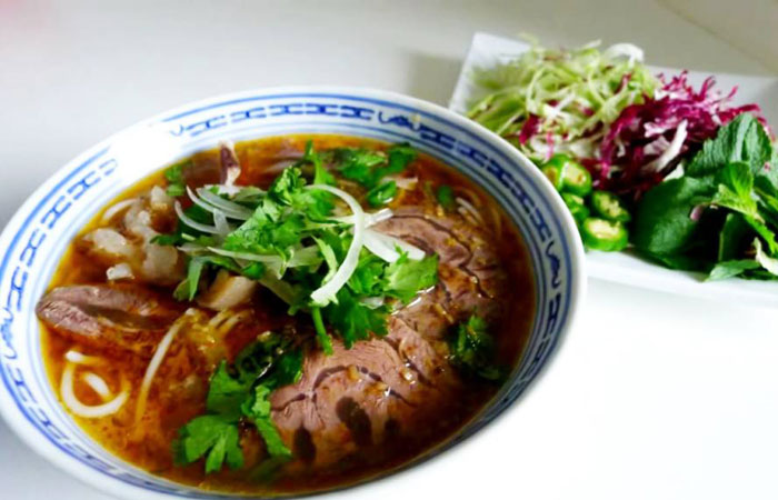 breakfast saigon bun bo hue