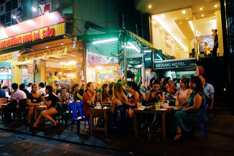 bui vien street going out at night in saigon beer