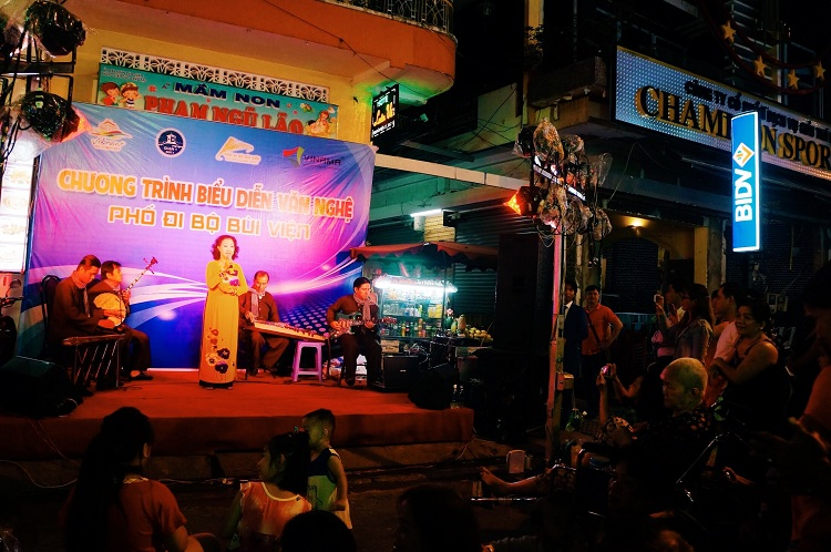 bui vien street going out at night in saigon performance