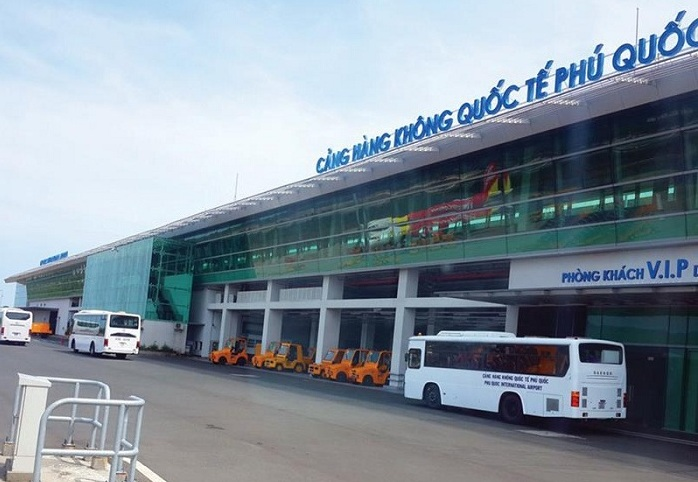 bus from phu quoc airport to centre town