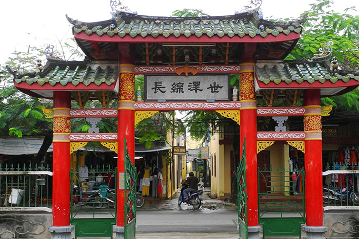 chinese temple trieu chau visit hoi an entrance