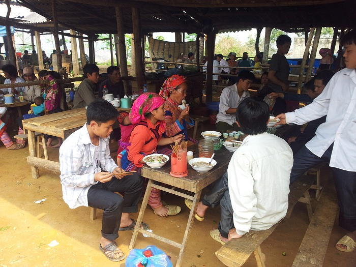 coc ly bac ha canteen in the market