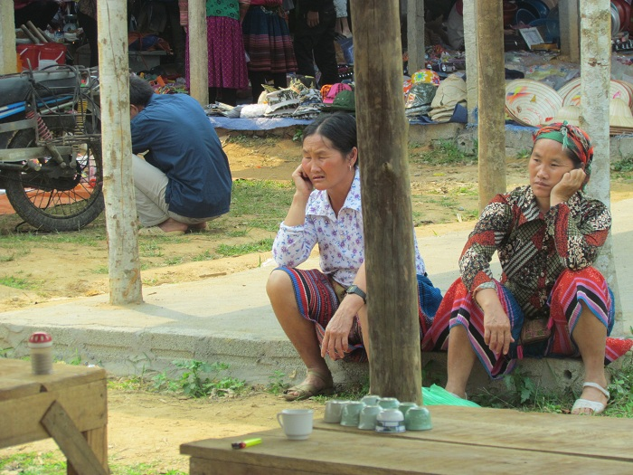 coc ly bac ha women at market