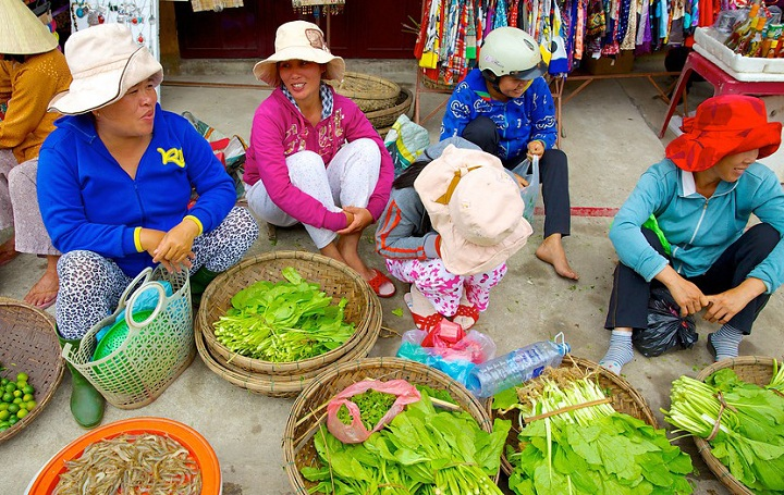 cooking class at hoi an local market