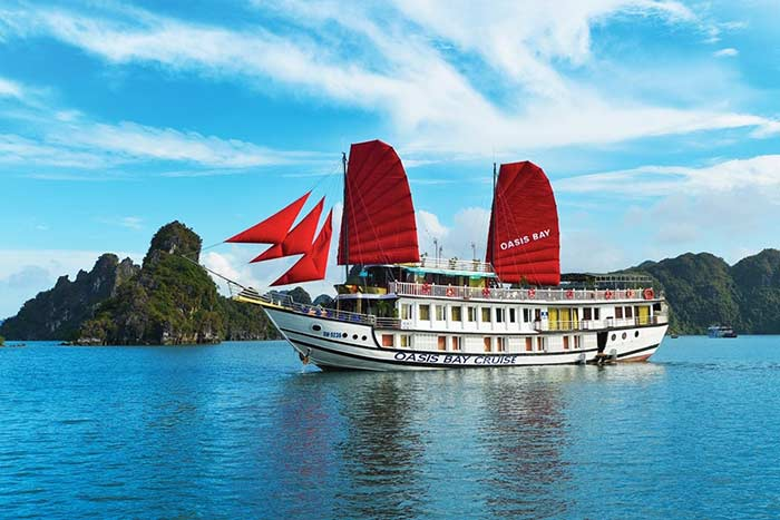 cruise in halong bay