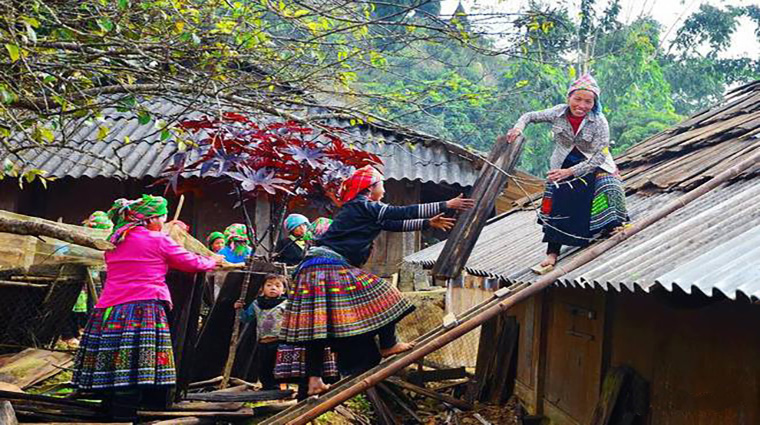 discover-the-beauty-of-Cat Cat-village-Sapa-Vietnam-Hmong-houses.JPG