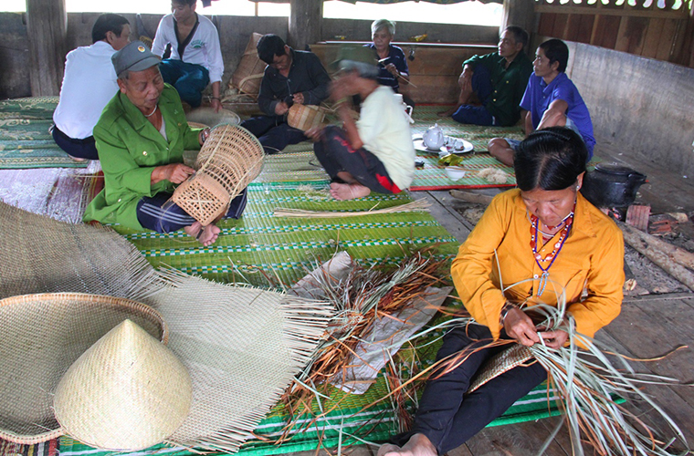discover-the-beauty-of-Cat Cat-village-Sapa-Vietnam-craft-product.JPG