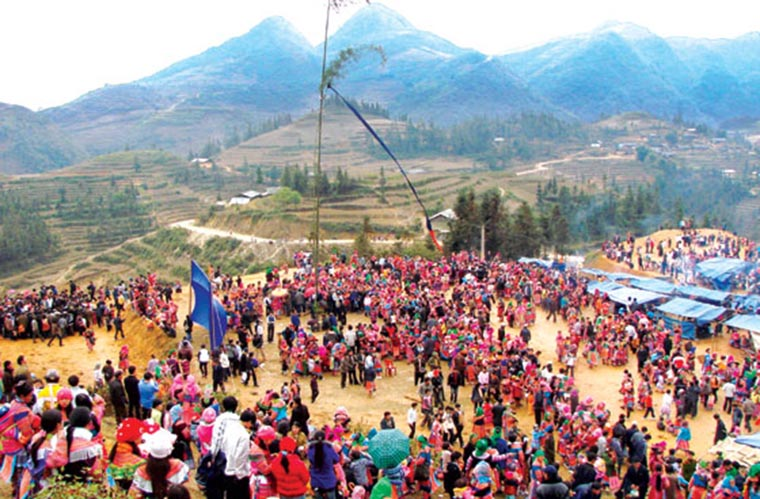 ethnic-groups-in-sapa-black-hmong-Gau-Tao-festival