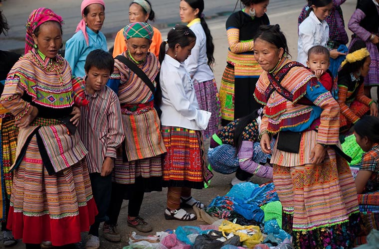 ethnic-groups-in-sapa-red-dao-costume