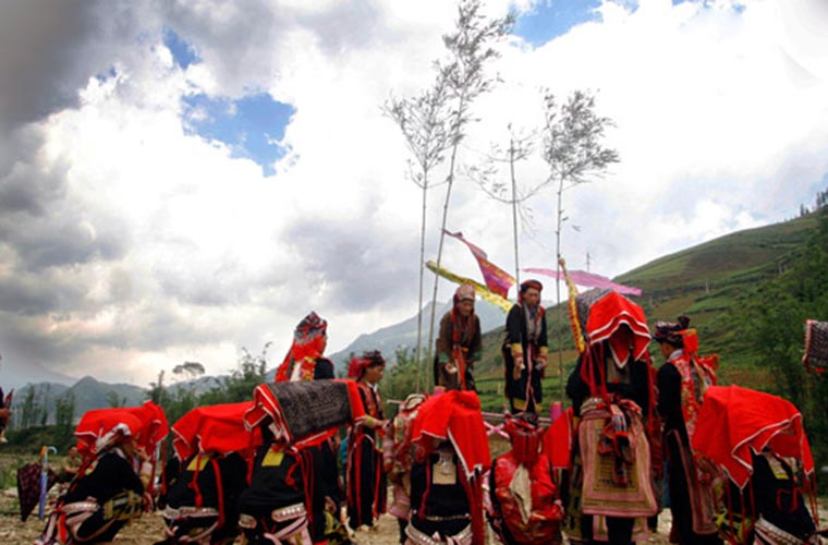 ethnic-groups-in-sapa-red-dao-festival