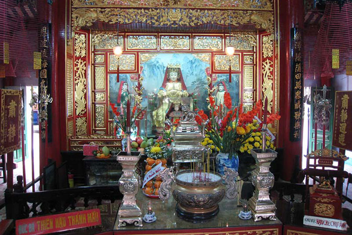 fujian assembly hall hoi an city altar