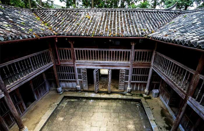 ha giang vuong family palace floors